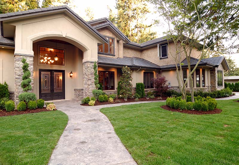 3 Landscaping Tips to Sell Your House Faster